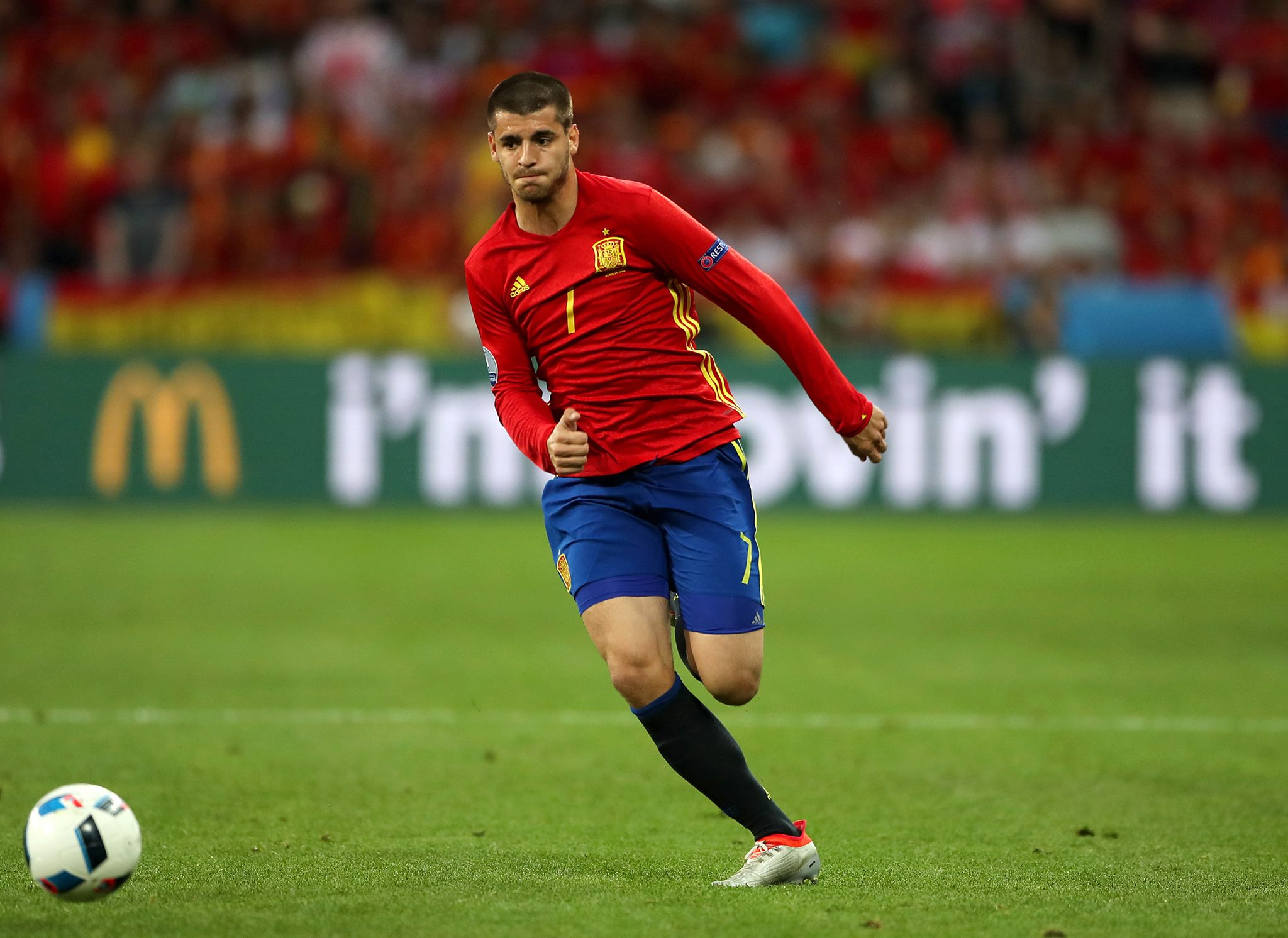 Isco nutmegs Marco Verratti during Spain v Italy friendly