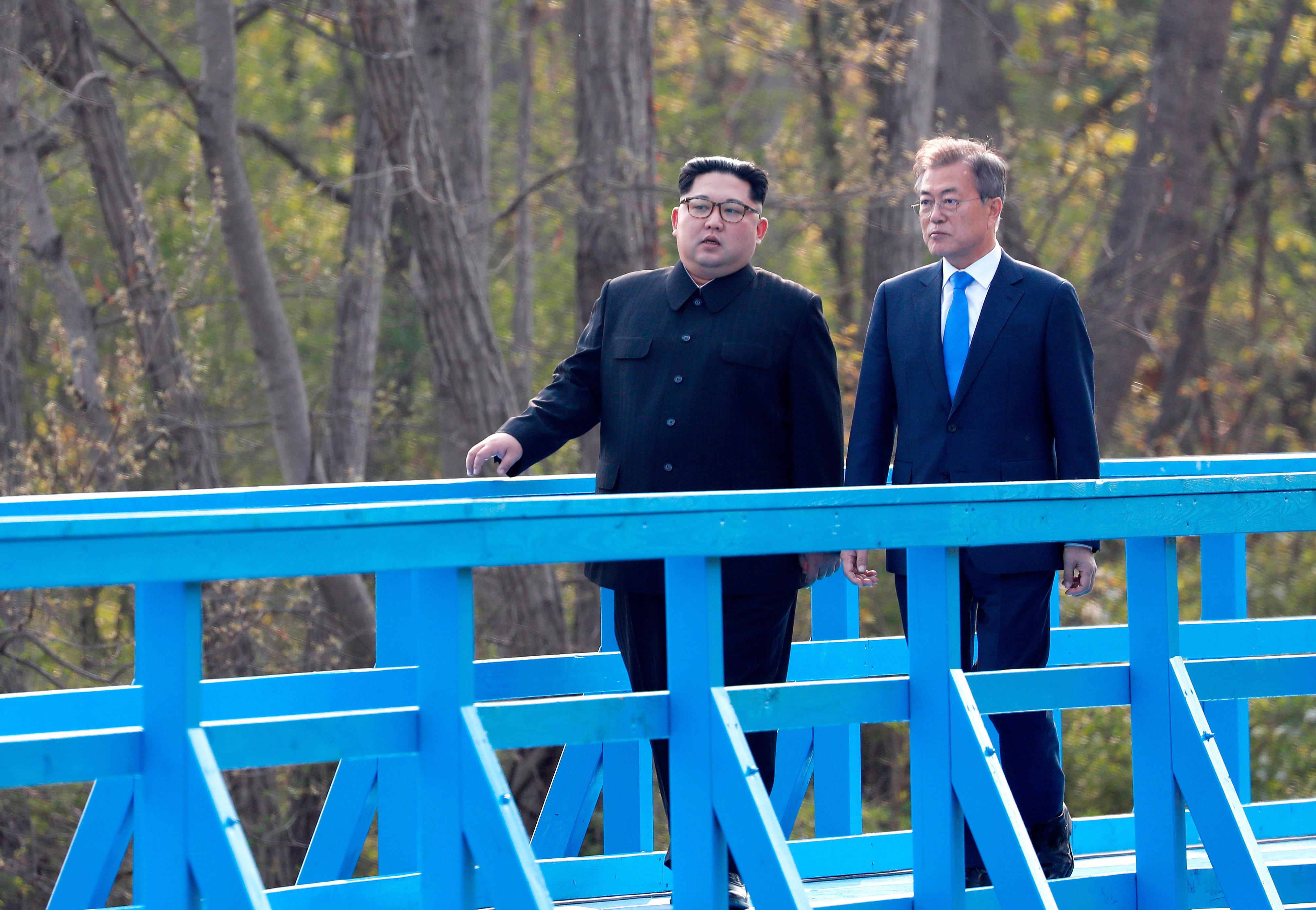 North Korean jogging bodyguards run alongside Kim Jong Un's limo