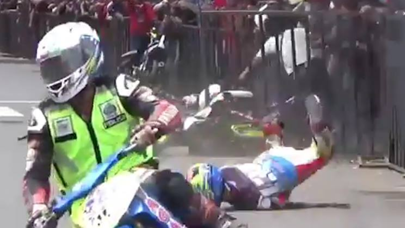 Biker Gets Brutal Revenge On Rival Who Deliberately Bumped Into Him