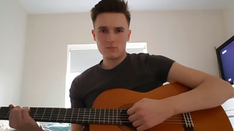 Bloke's Tinder Date Buys Him Guitar... Even Though He Lied About Being Able To Play