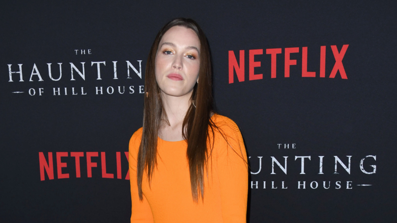 Haunting Of Hill House Star Victoria Pedretti Announced As Love Interest In You Season 2
