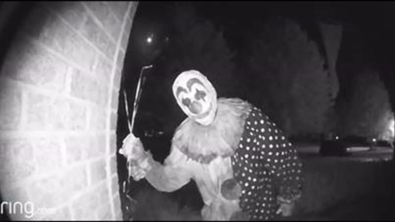 This Doorstop Sighting Of A Crazy Clown Is Scary As S**t