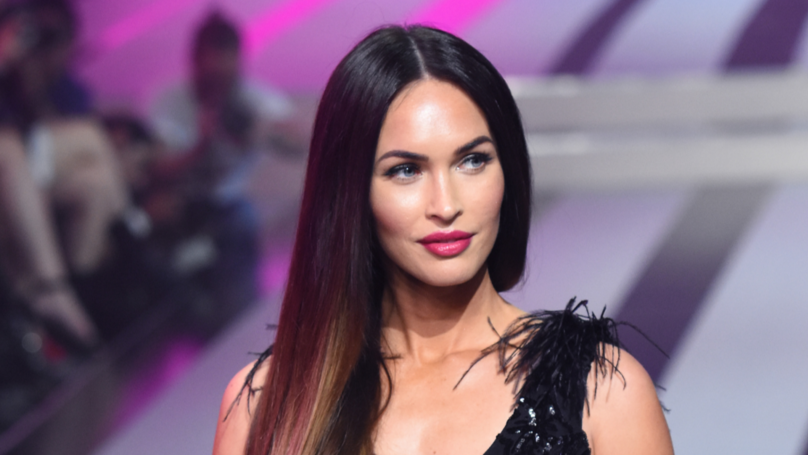 ​People Still Can't Get Over Megan Fox's 'Toe Thumbs'