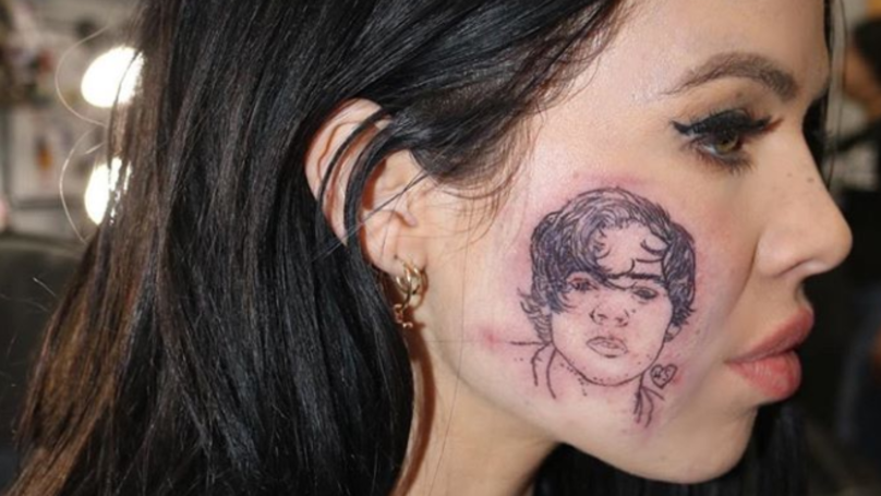 Singer Kelsy Karter Gets Harry Styles Tattoo On Her Face