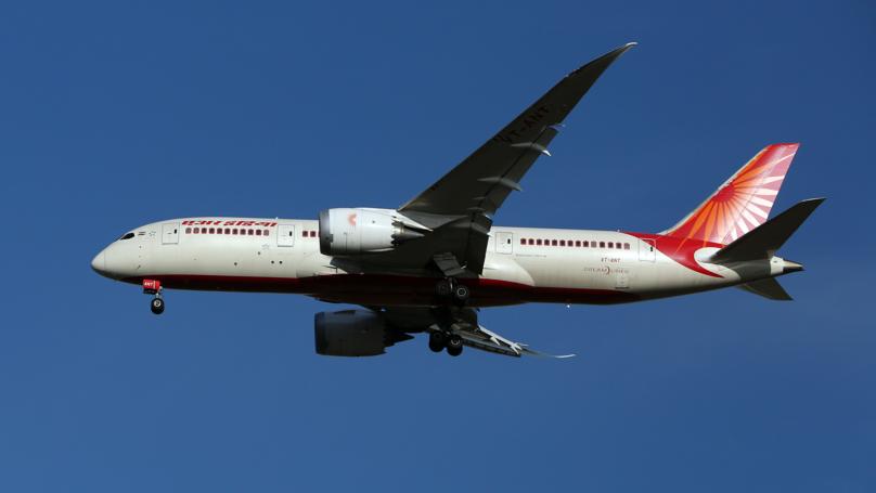 Turbulence Causes a Window Panel To Fall Off An Indian Aeroplane