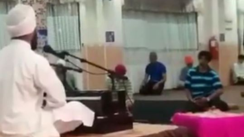 Sikh Temple Opens Doors To Let Muslim Man Pray When He Can't Find Mosque