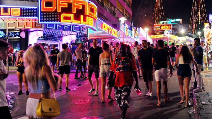 Britons In Magaluf Warned Over 20-Strong Gang Who Rob Tourists