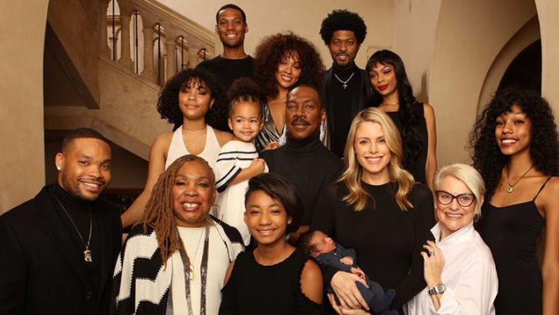 Eddie Murphy Poses With All 10 Of His Kids For Cute Family Photo
