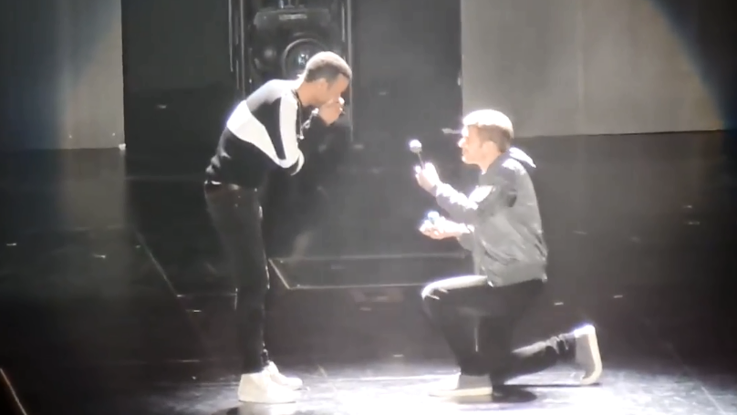 Crowd Erupts When LAD Proposes To Boyfriend At Demi Lovato Concert