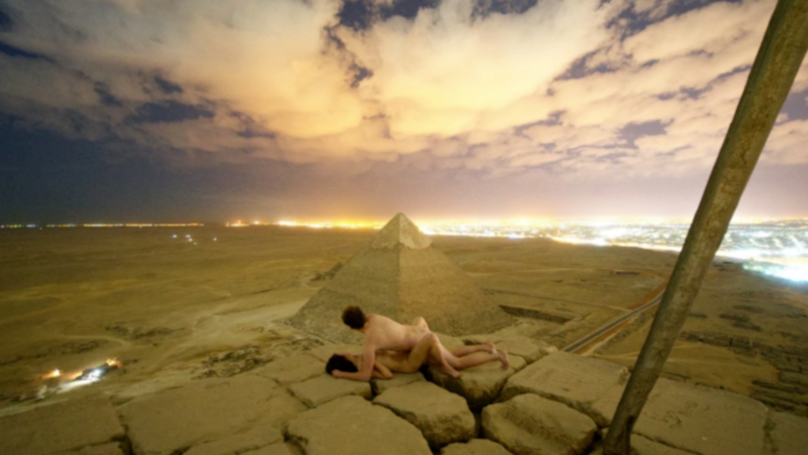 Egypt Investigating Man And Woman Photographed Having Sex On Great Pyramid