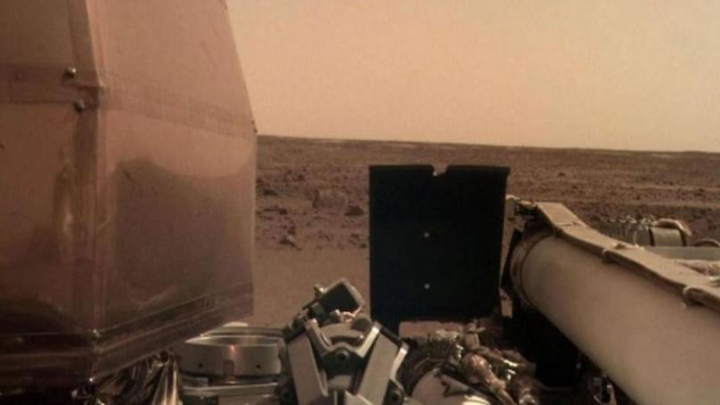 """美国宇航局洞察探测器从火星返回第一个""""Selfe"""""""