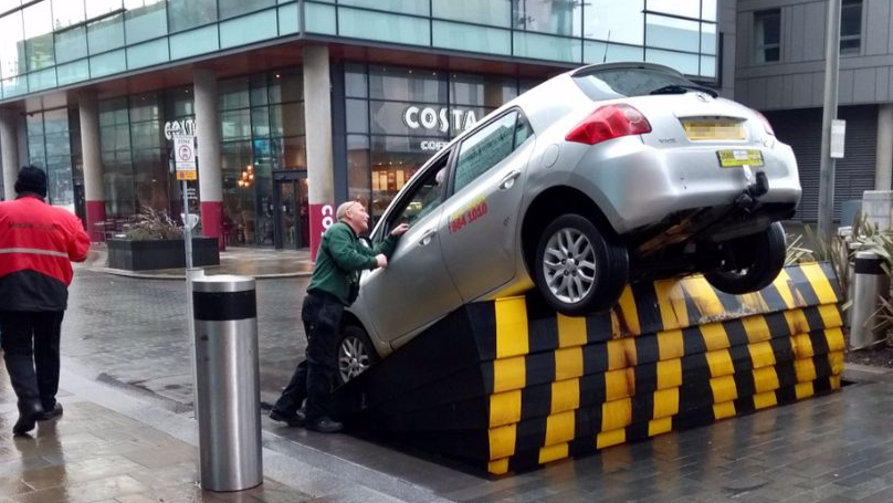 Two Cars Get Trapped On The Same Road Barrier Within An Hour