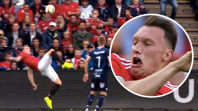 Phil Jones Attempts Overhead Kick And Somehow Manages To Concede Handball