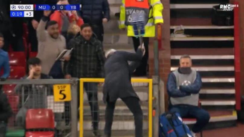 Jose Mourinho Brilliantly Throws Water Bottles Everywhere After Marouane Fellaini's Late Winner