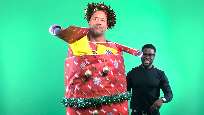​Jumanji: Welcome To The Jungle's Dwayne Johnson and Kevin Hart Dress Each Other Up With Christmas Decorations