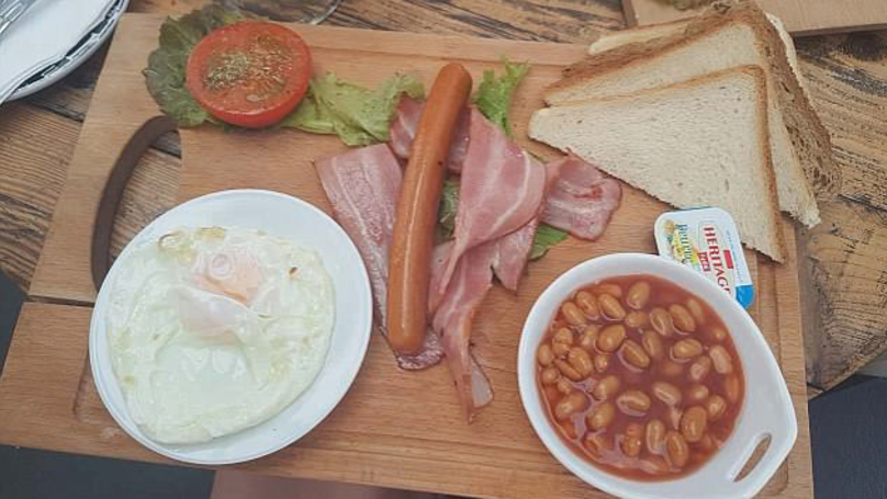 British Tourist Goes To Cyprus, Orders A Full English And Is Disappointed.