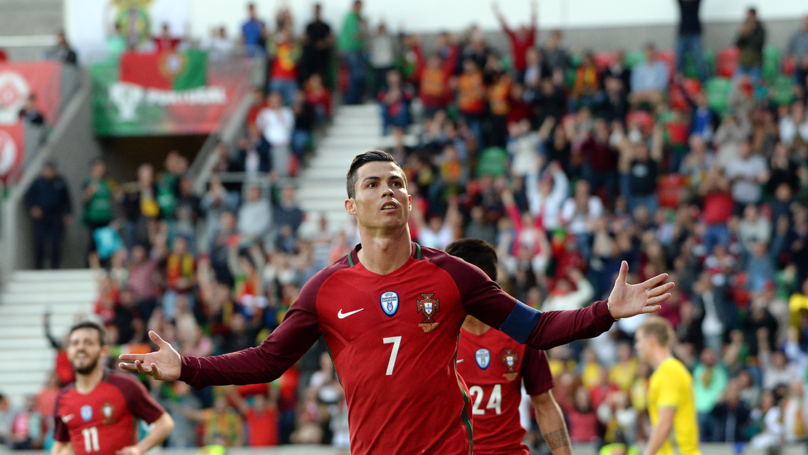 Cristiano Ronaldo Presented With Embarrassingly Bad Head Statue