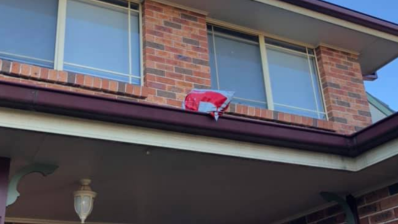 Postie Leaves Woman Hilarious Note After 'Accidentally' Chucking Her Parcel On Her Roof