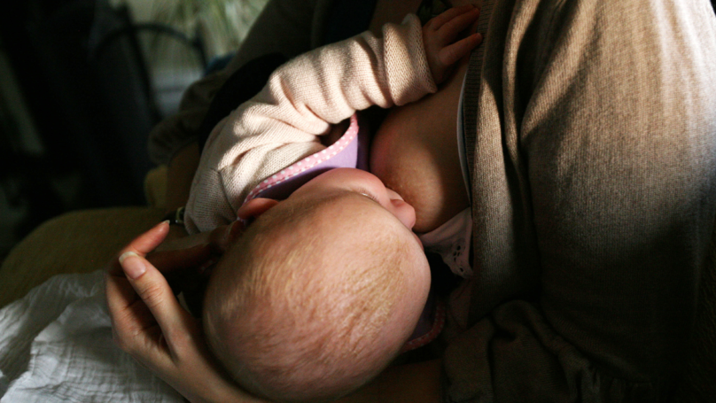 Breastfeeding Mum Shuts Down Guy Who Tells Her To Cover Up