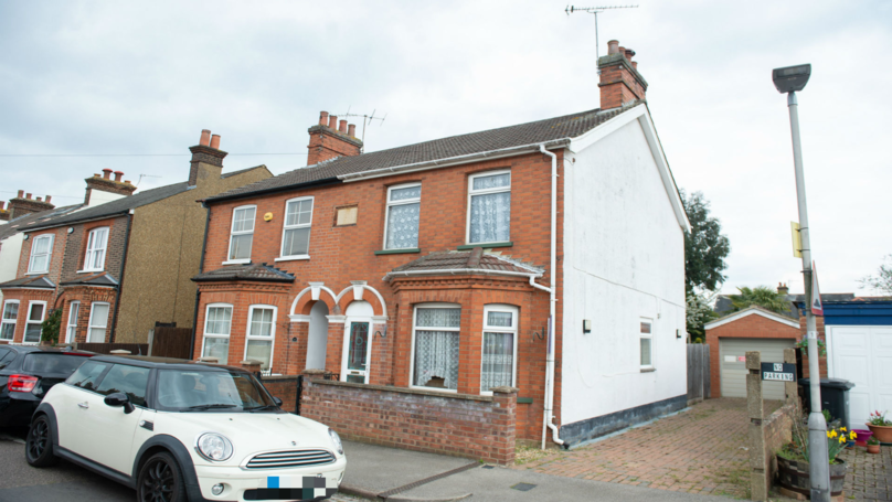 OAP Sells House At Huge Discount - As Long As He Can Live There Rent Free