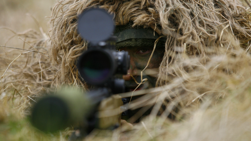 Andy McNab Saw British Sniper Hit Moving Target From 1600m Away
