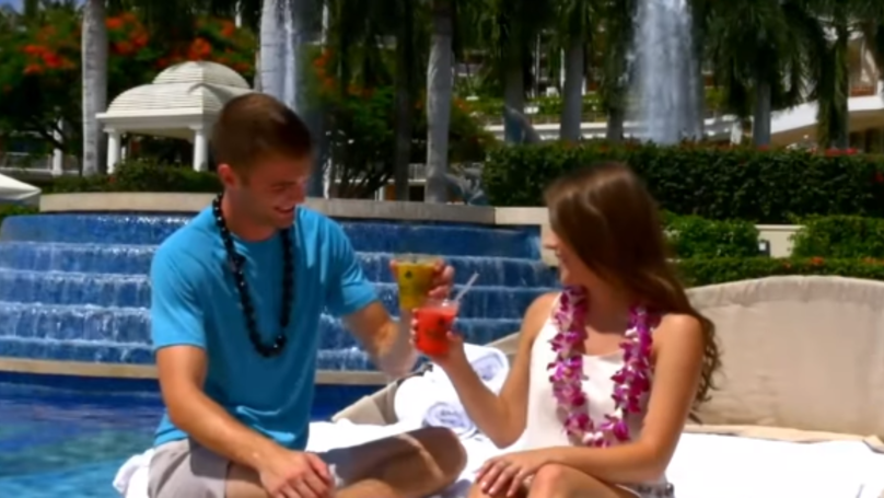 That Loved Up Tinder Couple Have Gone On Their First Date In Hawaii