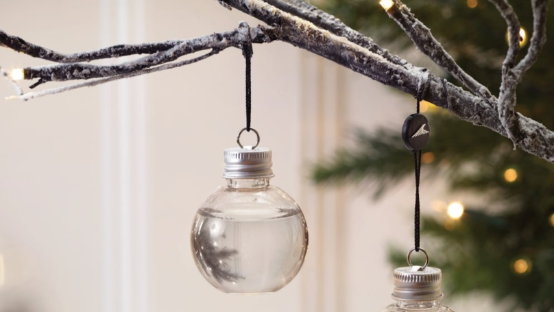 ​Gin Filled Baubles Exist And They're The Ultimate Christmas Decoration