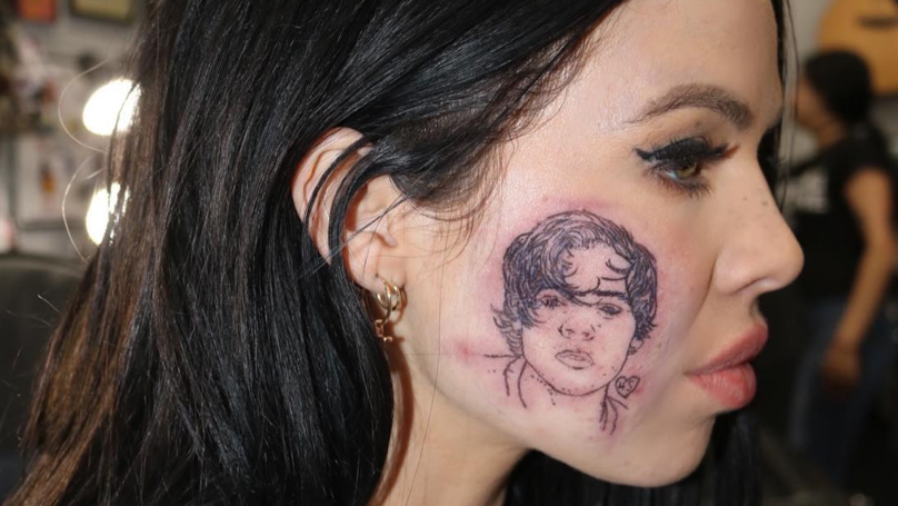 Singer Kelsy Karter Gets Harry Styles Tattooed On Her Face