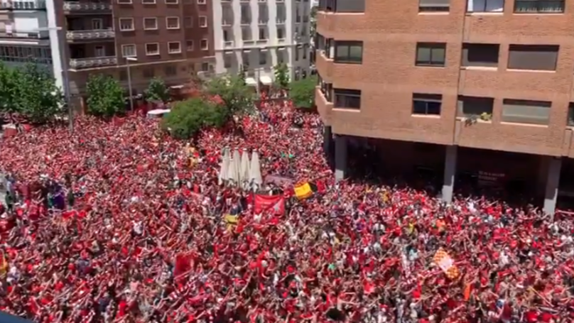 50,000 Liverpool Fans Sing You'll Never Walk Alone