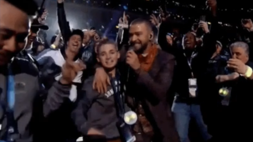 d54321973 Selfie Kid Steals Show During Justin Timberlake s Super Bowl Performance