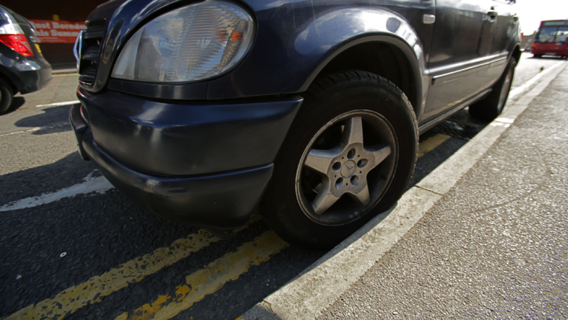 Driver Outraged After Getting Parking Fine Despite 'Not Touching' Yellow Lines