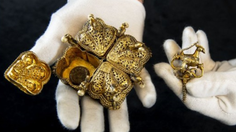​Couple Set To Become Millionaires After Finding Indian Treasure In Attic