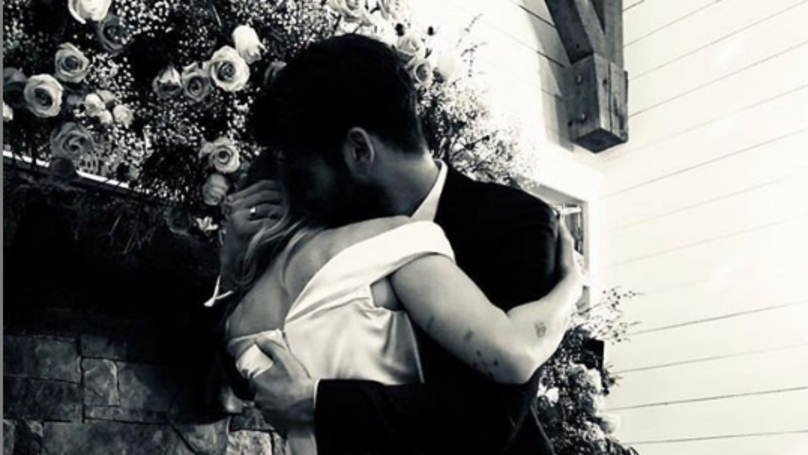 ​Fans Compare Miley Cyrus And Liam Hemsworth's Wedding Pictures To 'The Last Song'