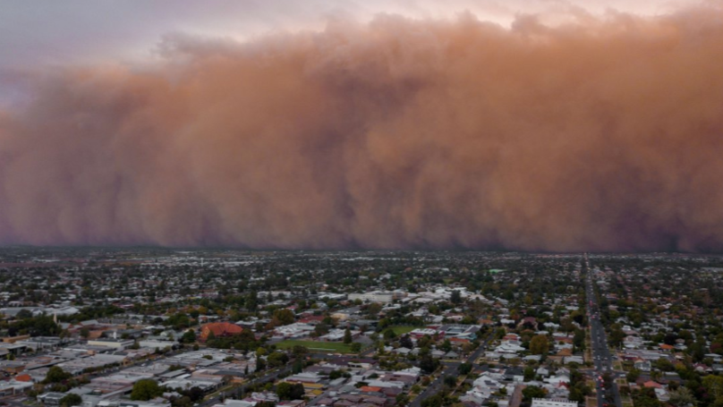 Stunning Footage Shows Massive Dust Storm Plunging Mildura Into Darkness