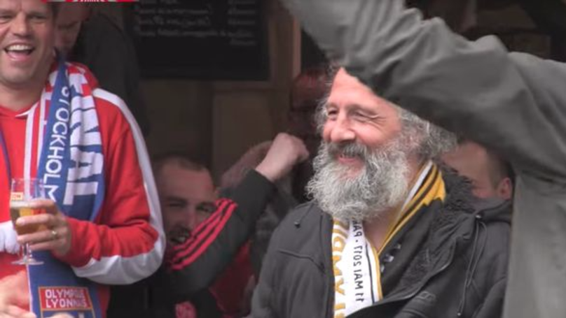 Brilliant Ajax Fans Bring In The Cash For Busker Playing Club Anthem