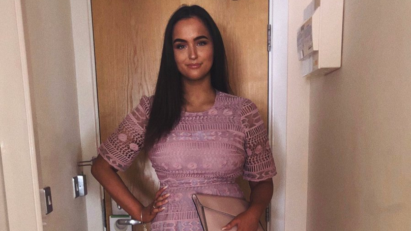 Woman Hits Back At Man Who Criticised Her Appearance On Tinder