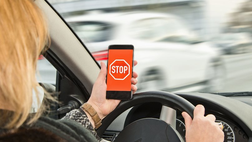 New Road Signs Detect Phone Signals And Warn Drivers Not To Use Mobiles