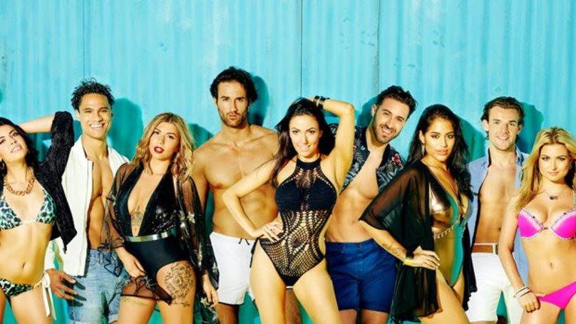 itv is in hot water after airing an uncensored bedroom scene on love island pretty 52. Black Bedroom Furniture Sets. Home Design Ideas