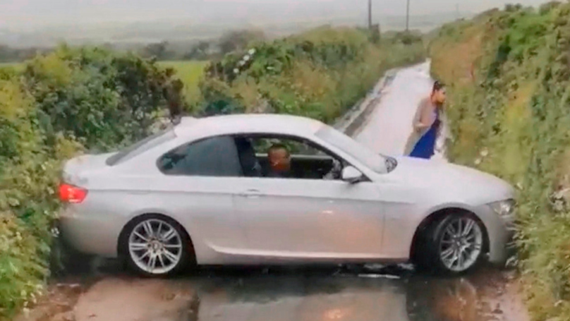 'Austin Powers Tourist' Gets Stuck Trying '100-Point' Turn On Country Lane