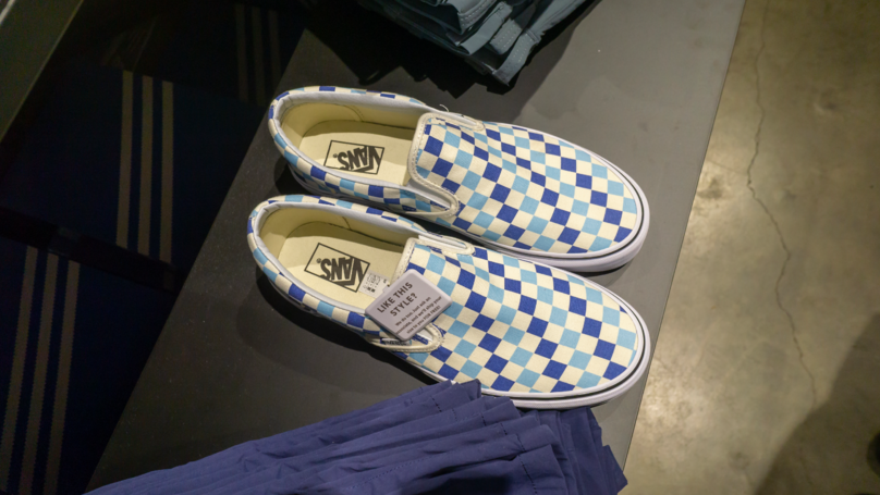 Man Tests Theory That Vans Always Land On The Sole And It's Freaky