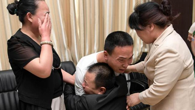 Chinese Parents Tearfully Reunited With Missing Son After 24 Years