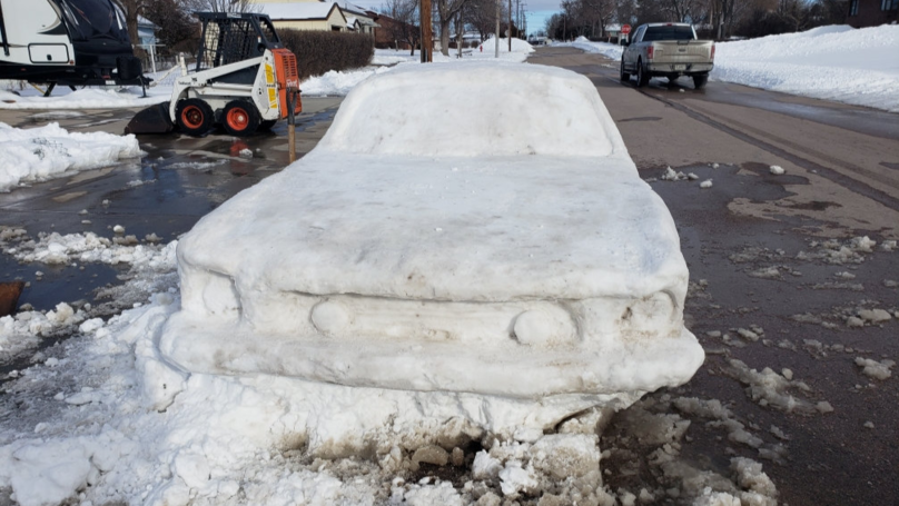 Family Build Life-Size Ford Mustang Out Of Snow