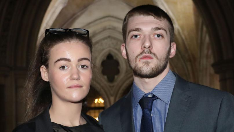 Alfie Evans' Dad Says He's Giving Him Mouth To Mouth Resuscitation