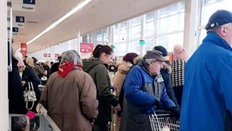 ​Panicked Shoppers Rush To Supermarkets To Stock Up Before 'Beast From The East' Hits