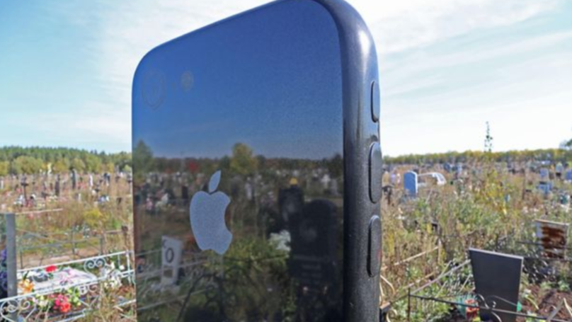 Massive iPhone Gravestone Spotted in Russian Cemetery Complete With Screensaver of Deceased