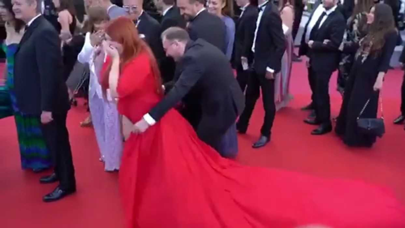 Model Has Embarrassing 'Wardrobe Malfunction' On Red Carpet
