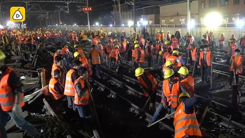 ​Chinese Workers Build Railway For New Train Station In Just Nine Hours