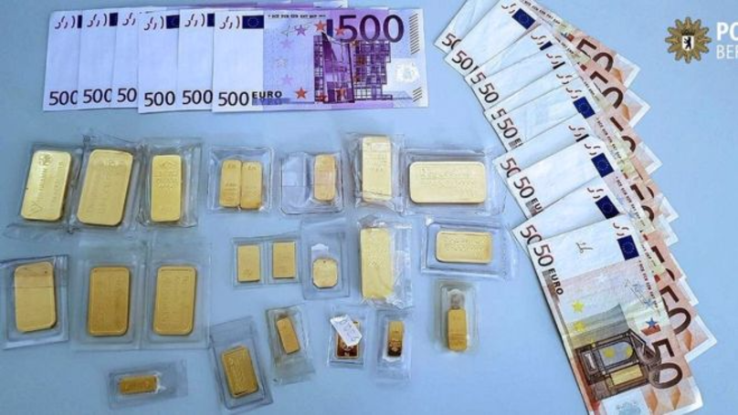 Briefcase Full Of Money And Gold Handed In To Police In Berlin