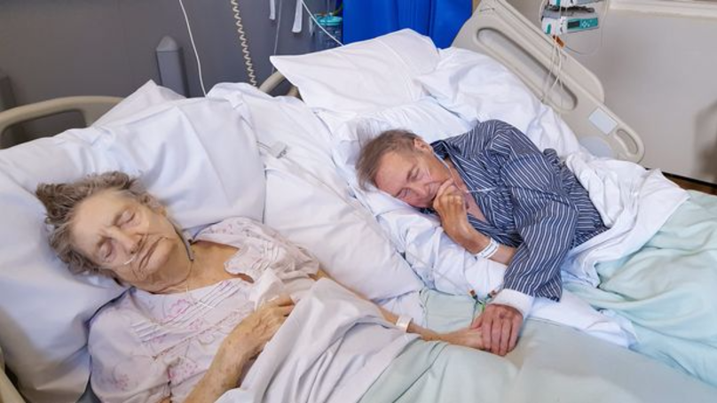 Elderly Couple Get Their Hospital Beds Put Together To Spend Final Days Together