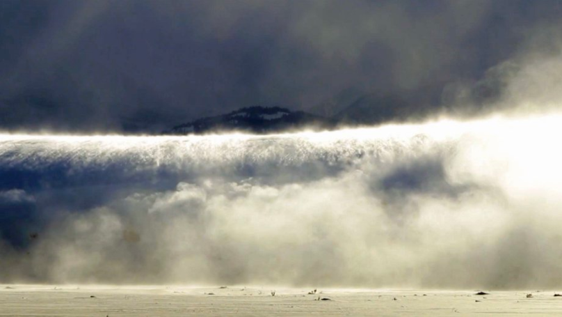 Photographer Captures Rare 'Ghost Snow Tsunami' On Camera